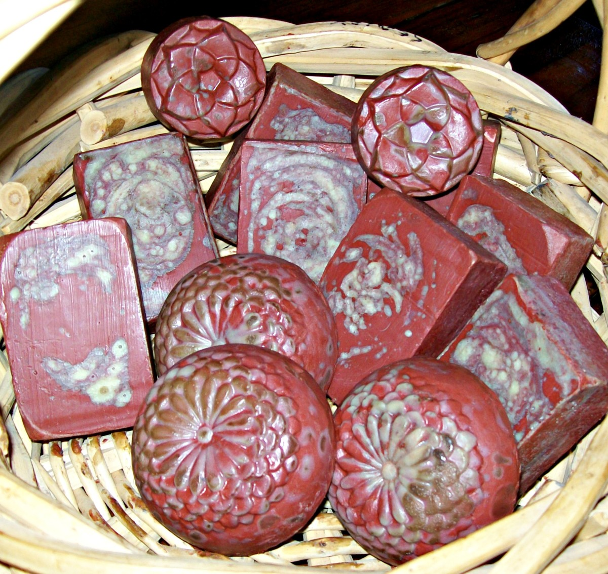 Dragon's Blood Soap showing some browning after a few days. The gradual browning--and even the disappearance of some soap colorants--is an effect of the high vanillan content of the Dragon's Blood fragrance oil.