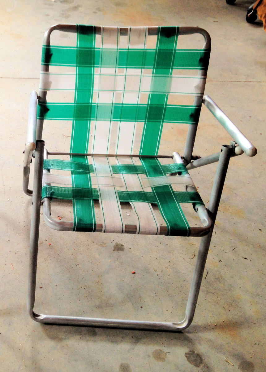 Classic Looking Webbed Lawn Chair
