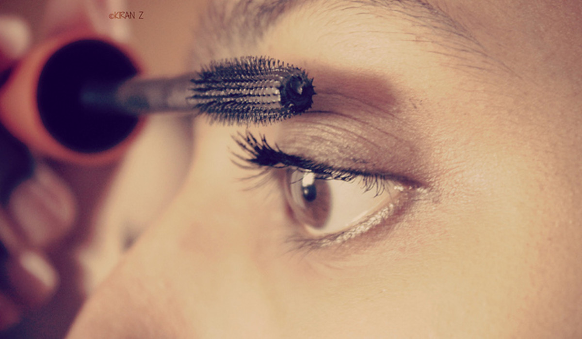 example of mascara being applied with a brush applicator