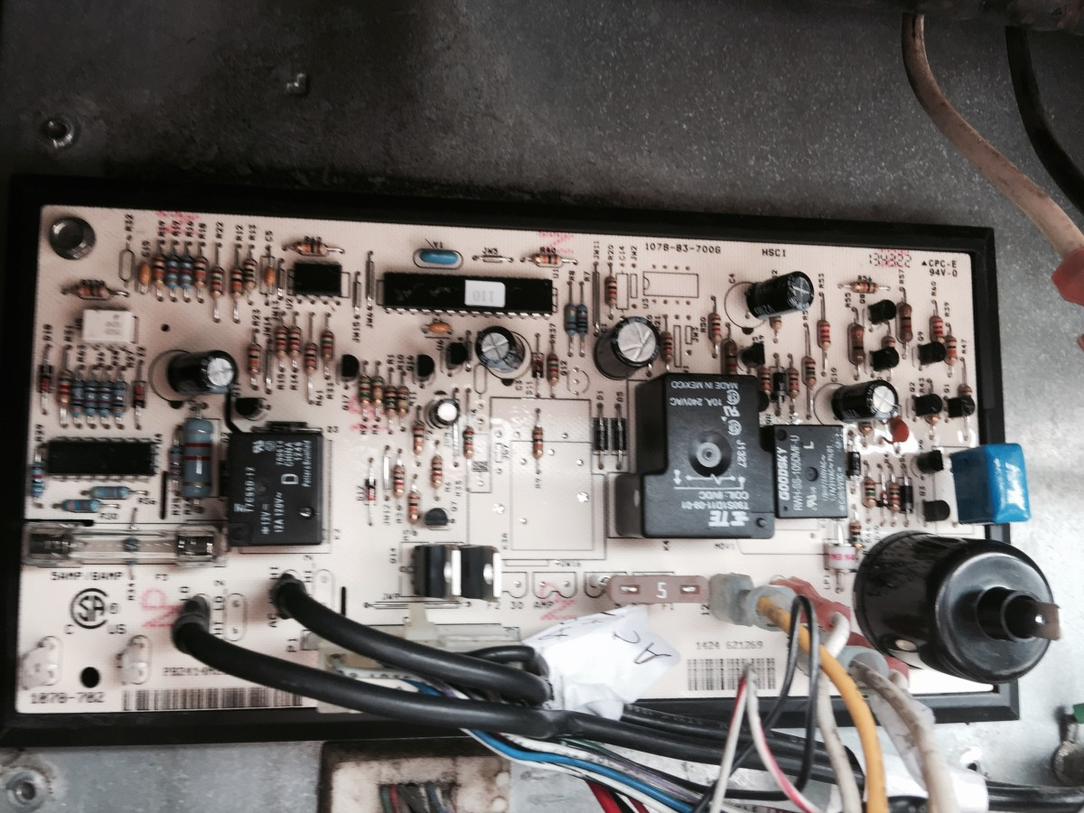 A standard NorCold Control Board. Note the replaceable fuse on the board.