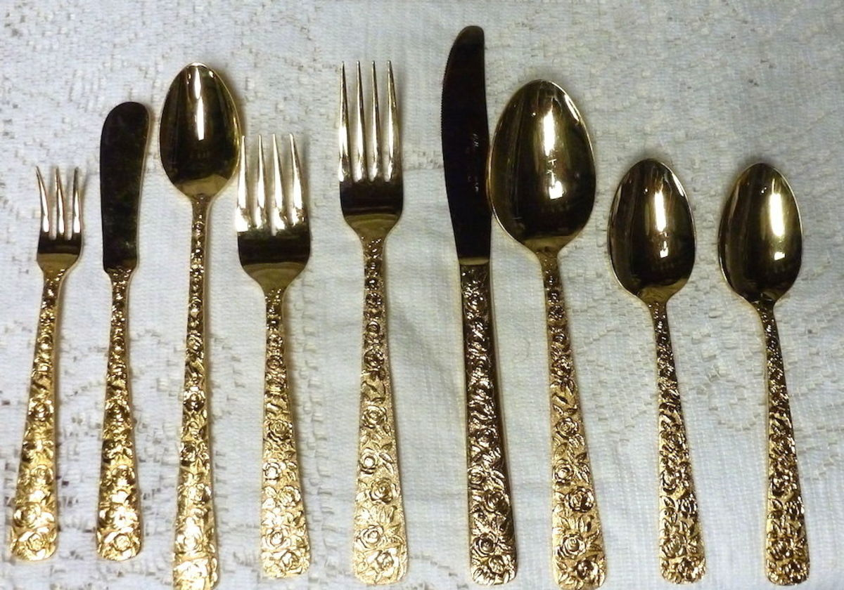 Here is a photo of the complete Cellini Romanesque nine piece place setting: with the Dinner Fork, Salad Fork, Dinner Knife, Soup Spoon, Teaspoon, Cocktail Fork, Ice Tea Spoon, Spreader Knife, Sugar Spoon, and Butter Knife.