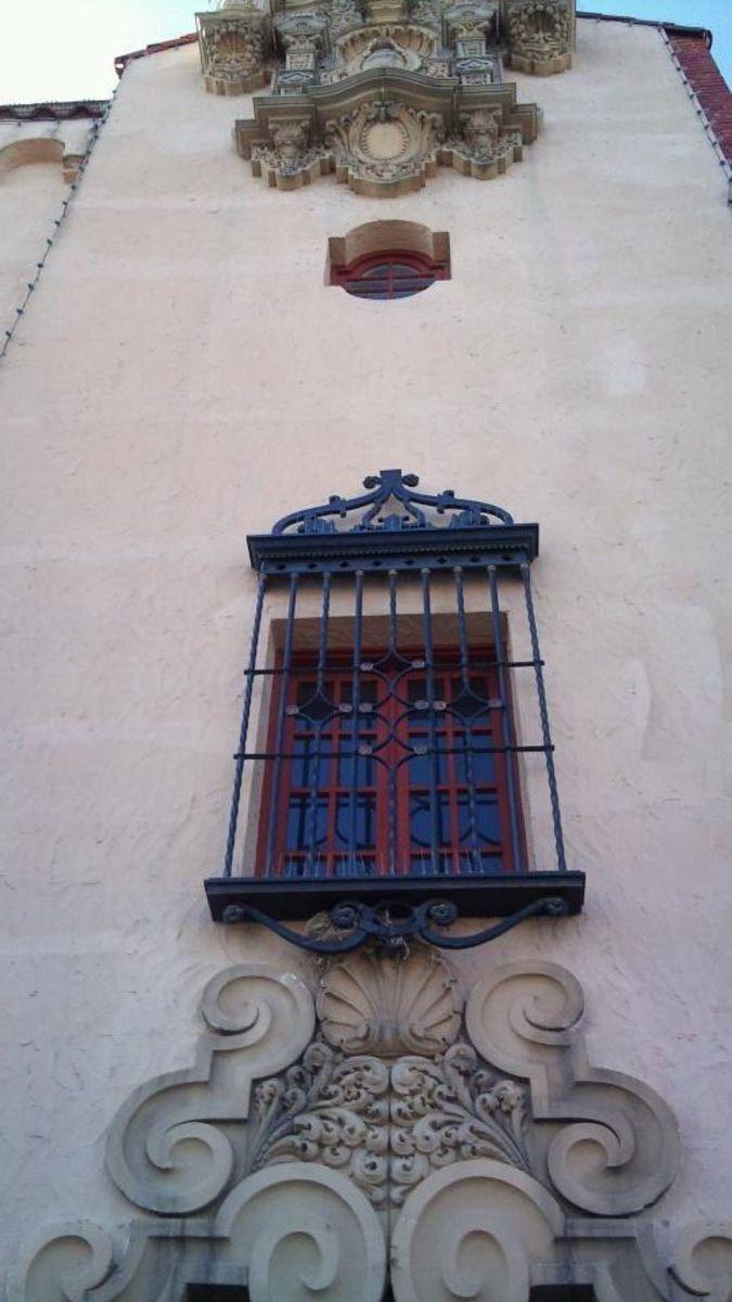 Exterior vew of the Granada Theatre.
