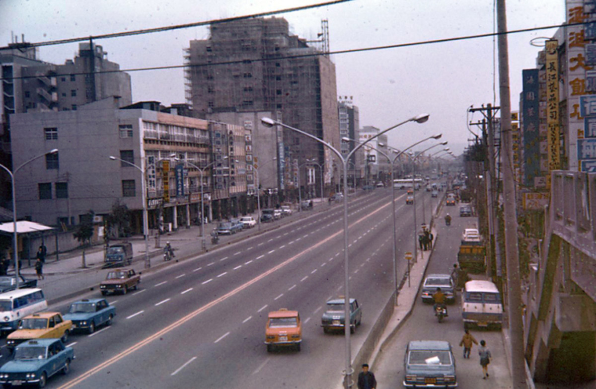 At the intersection of Chungshan N, Rd. Section 3 and Minchuan Rd looking east.