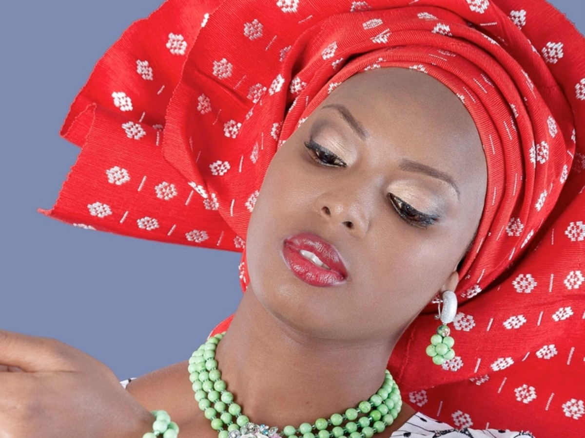Woman wearing a red and white dotted Gele
