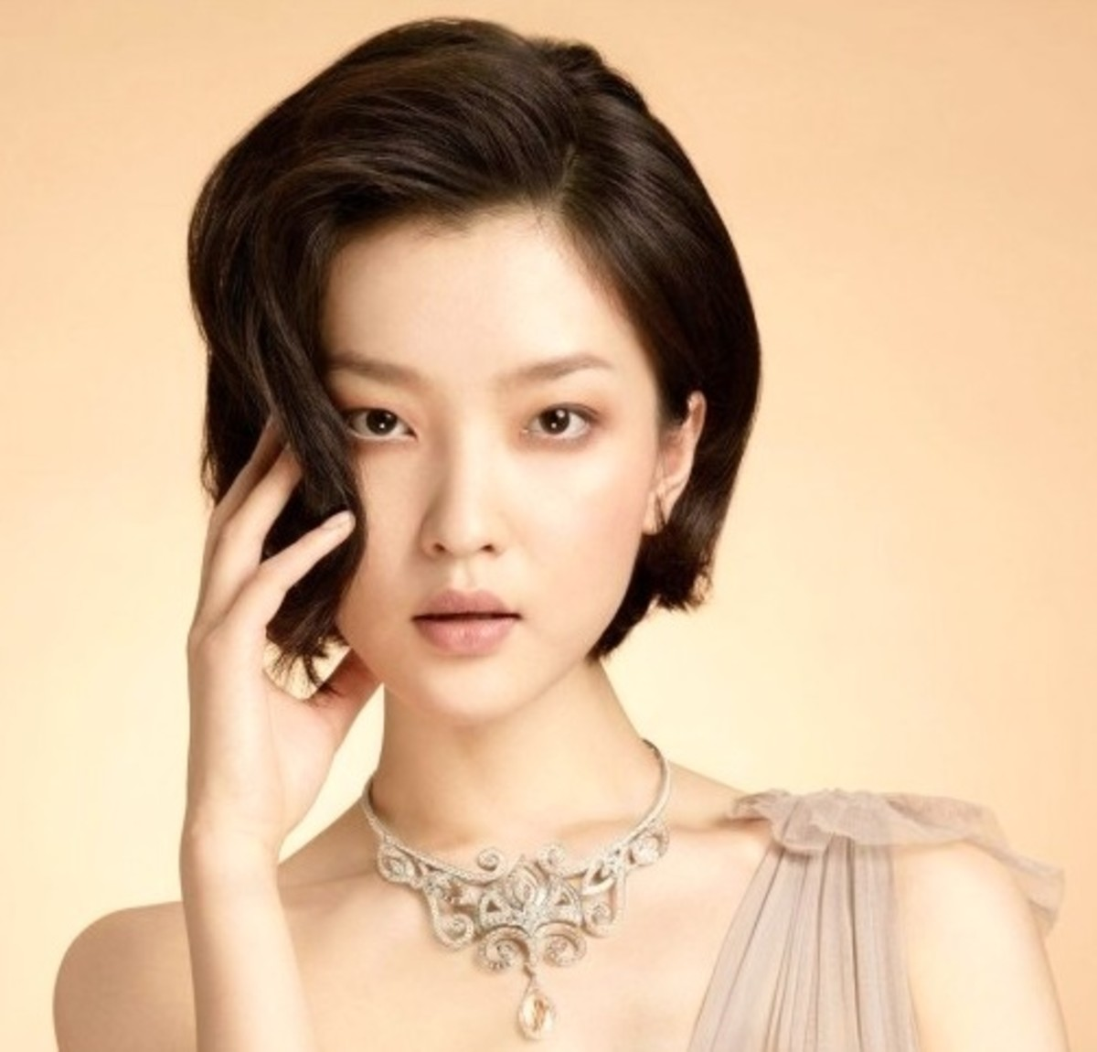 The 10 Best Summer Hairstyles for Asian Women. The chin length side part bob.