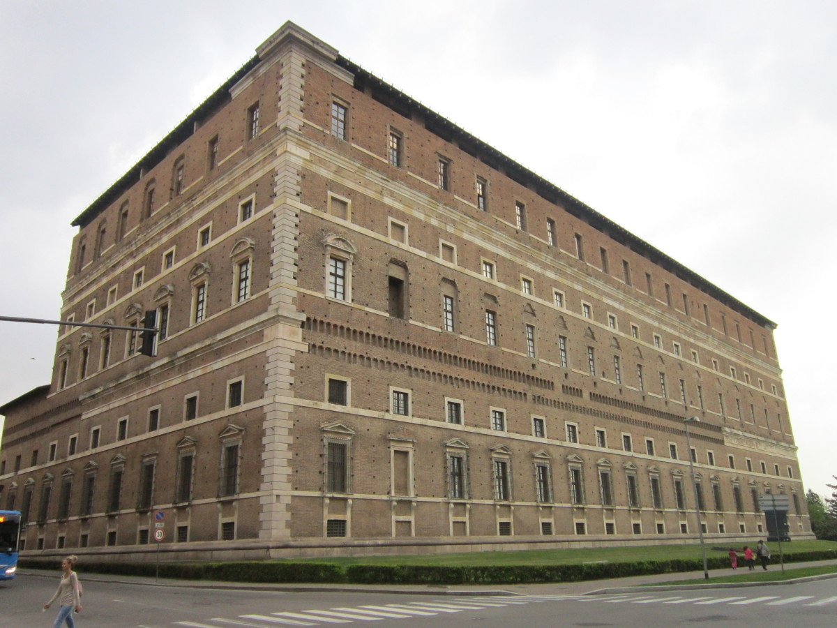 Palazzo Farnese in Piacenza, Eastern and Southern Sides (1558 - 1610) - Though the palace is not finished, the three existing sides give an idea of its imposing sizes in the Vignola's project