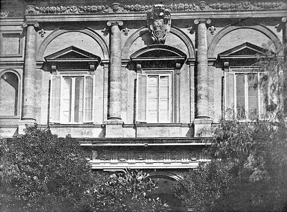 The internal façade of Palazzo Farnese in an old photography by W. Henry Goodyear (Brooklin Museum)