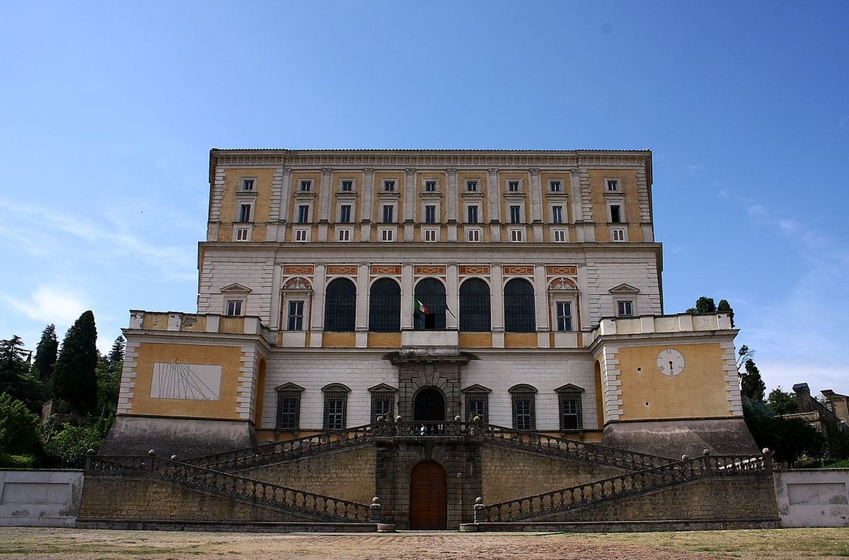 Palazzo Farnese in Caprarola, Front with the staircase (XVI century) by Jacopo Barozzi da Vignola
