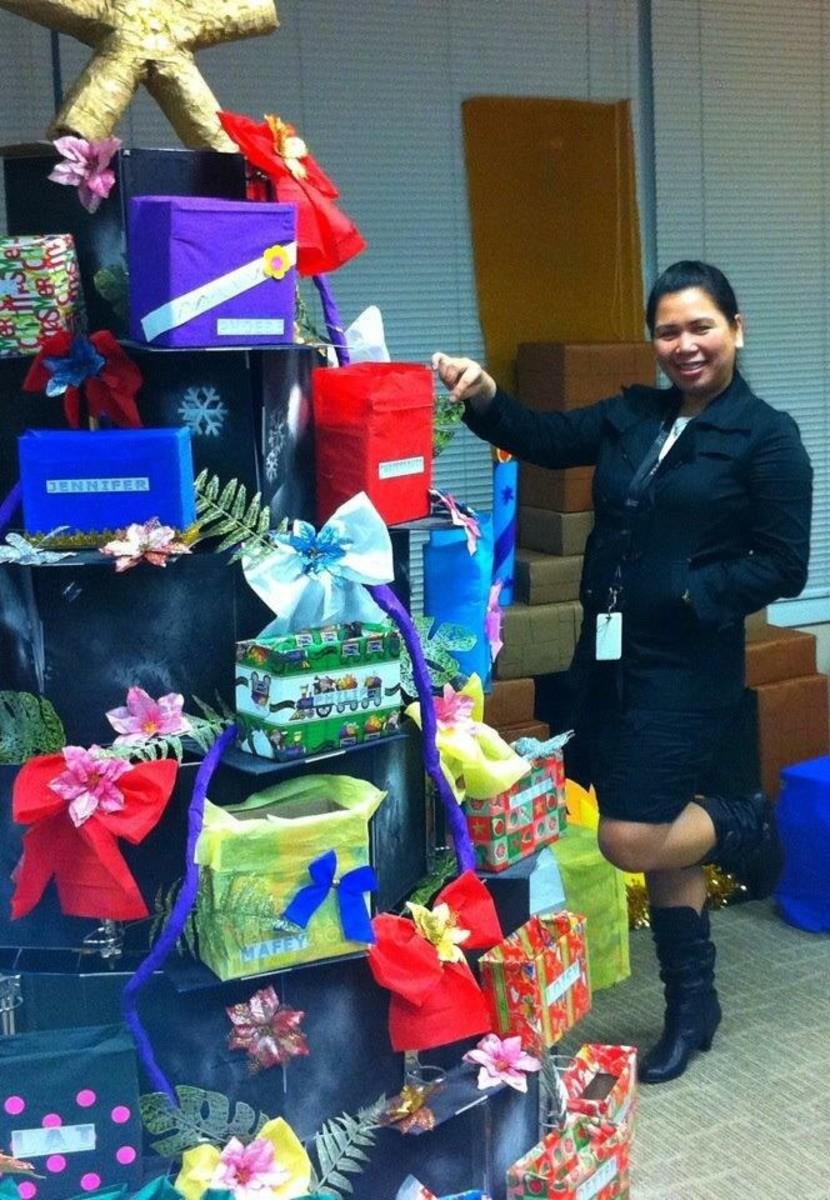 """Monito, Monita"" gift boxes arranged as a Christmas Tree."