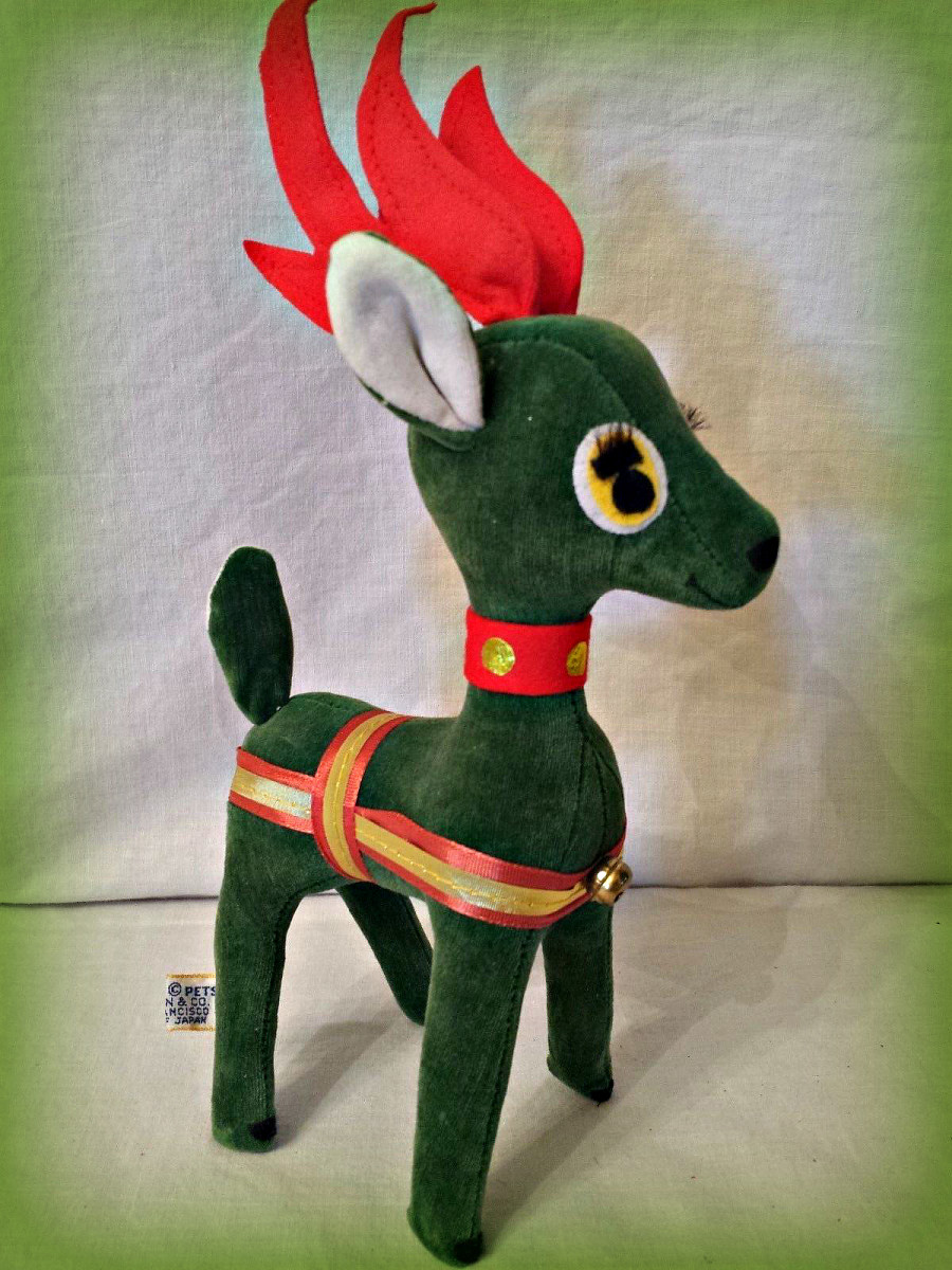 Vintage Dakin Dream Pets Japan Rare Green Velvet Reindeer Christmas Animal. Stuffed with willow tree shavings,   Measures: 10 inches height