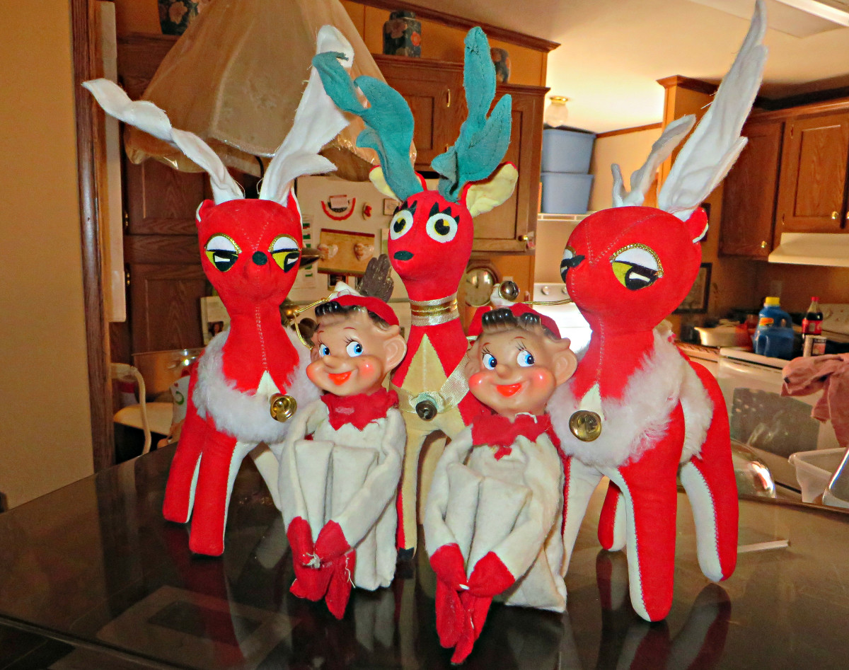 The remarkable Dream Pets holiday reindeer's rapidly caught on as a great center pieces for coffee tables and dinner tables in the 1950s and 1960s. So the holiday Dream Pets became their own holiday decoration toy line inside the Dakin Company.