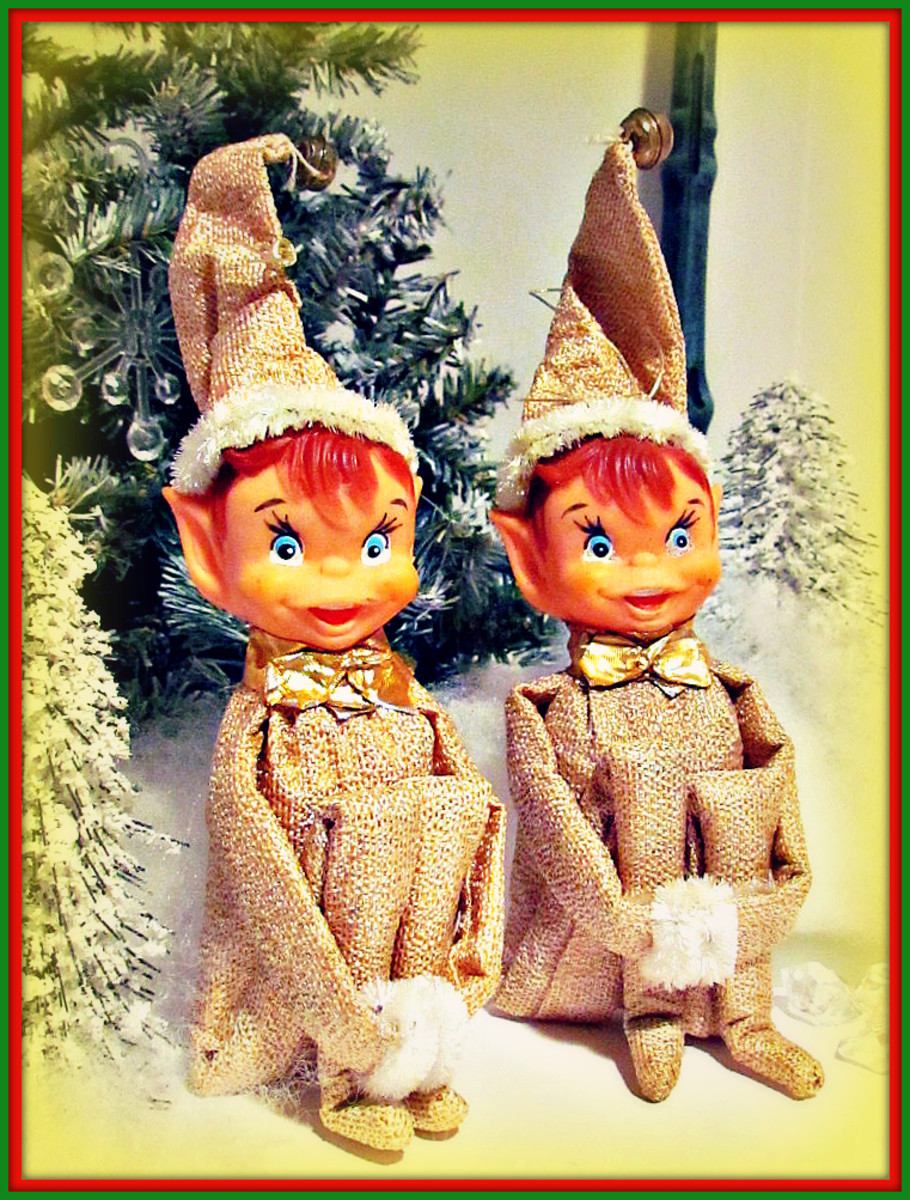 Twin Knee Hugger Elf's, Chip and Dip in their Metallic Gold suits are ready for some Christmas cheer.