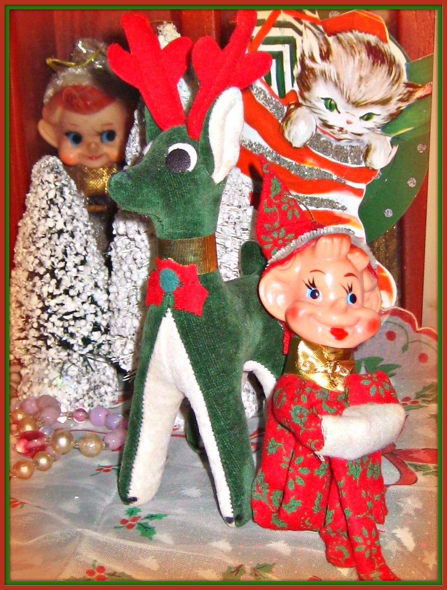 Here you have a fabulous and very fun vintage pixie and dream pet reindeer ready for the Holiday. He is a fancy red felt, and the reindeer is green velveteen, Dream Pet #424