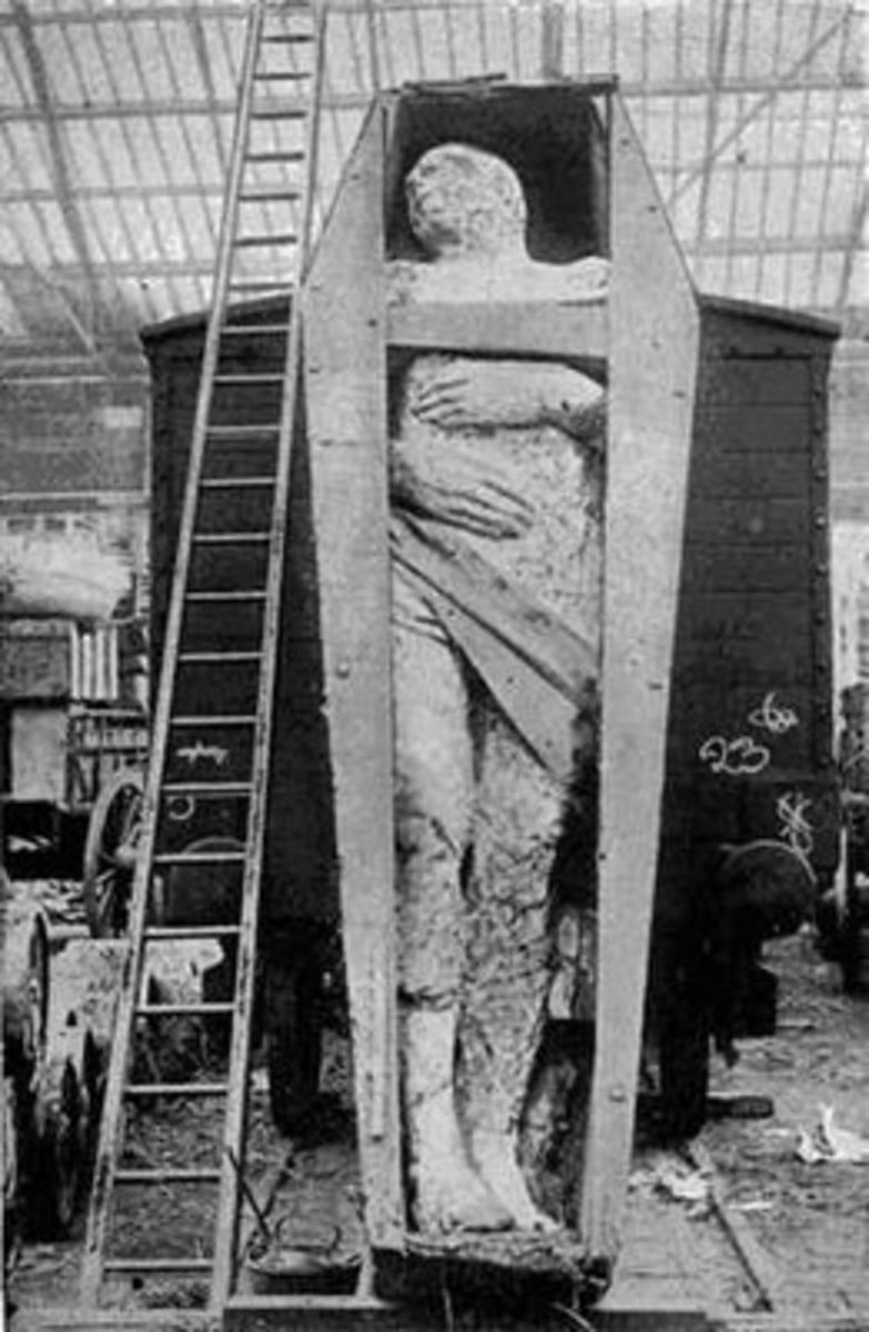 This giant mummy unearth in Ireland made headlines in 1895 and was displayed for a few years before simply disappearing. Could this have been a Tuetha de Danann?