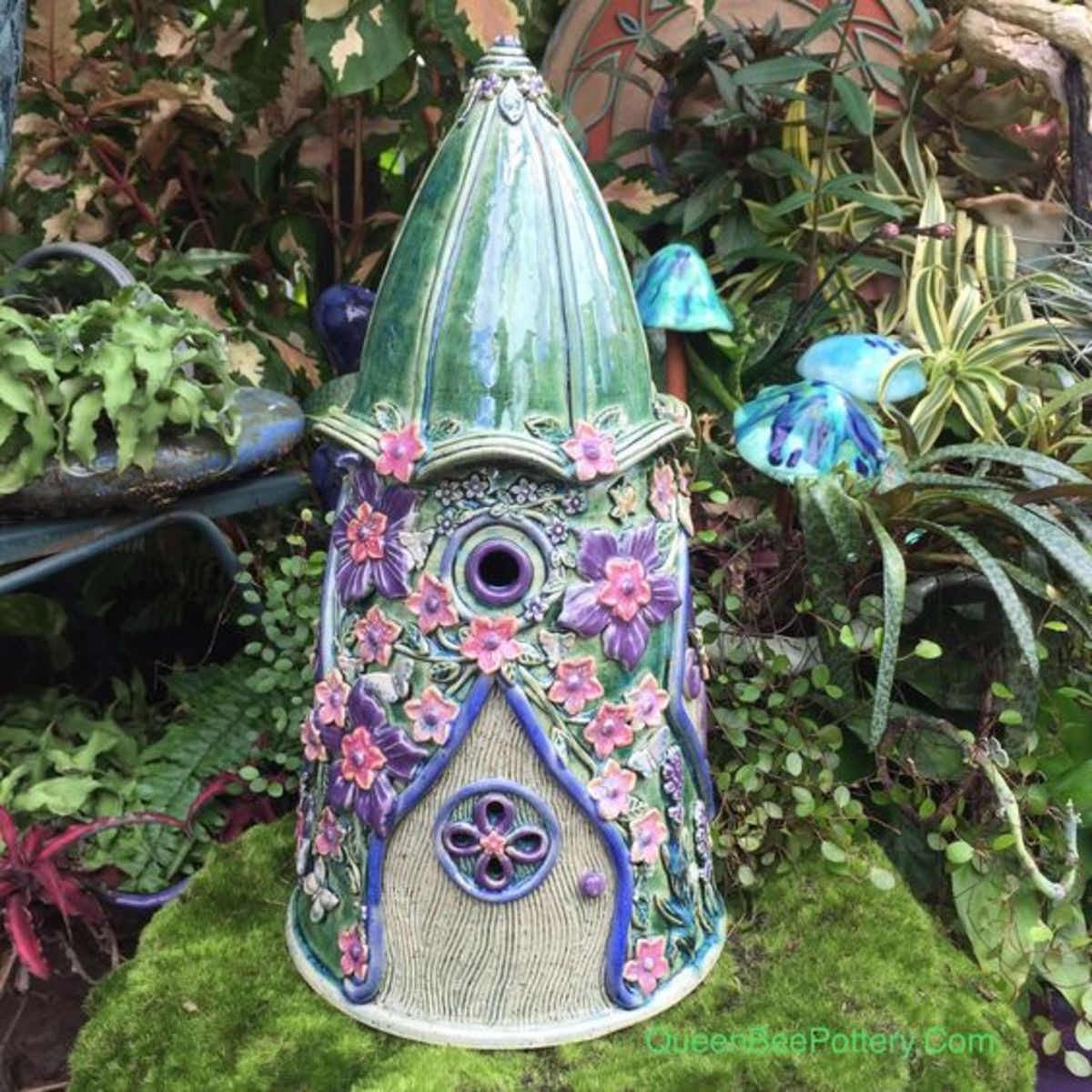 Learn how you can make this fairy house by clicking the link to Pinterest below, and then clicking 'Visit' on the bottom right of the picture