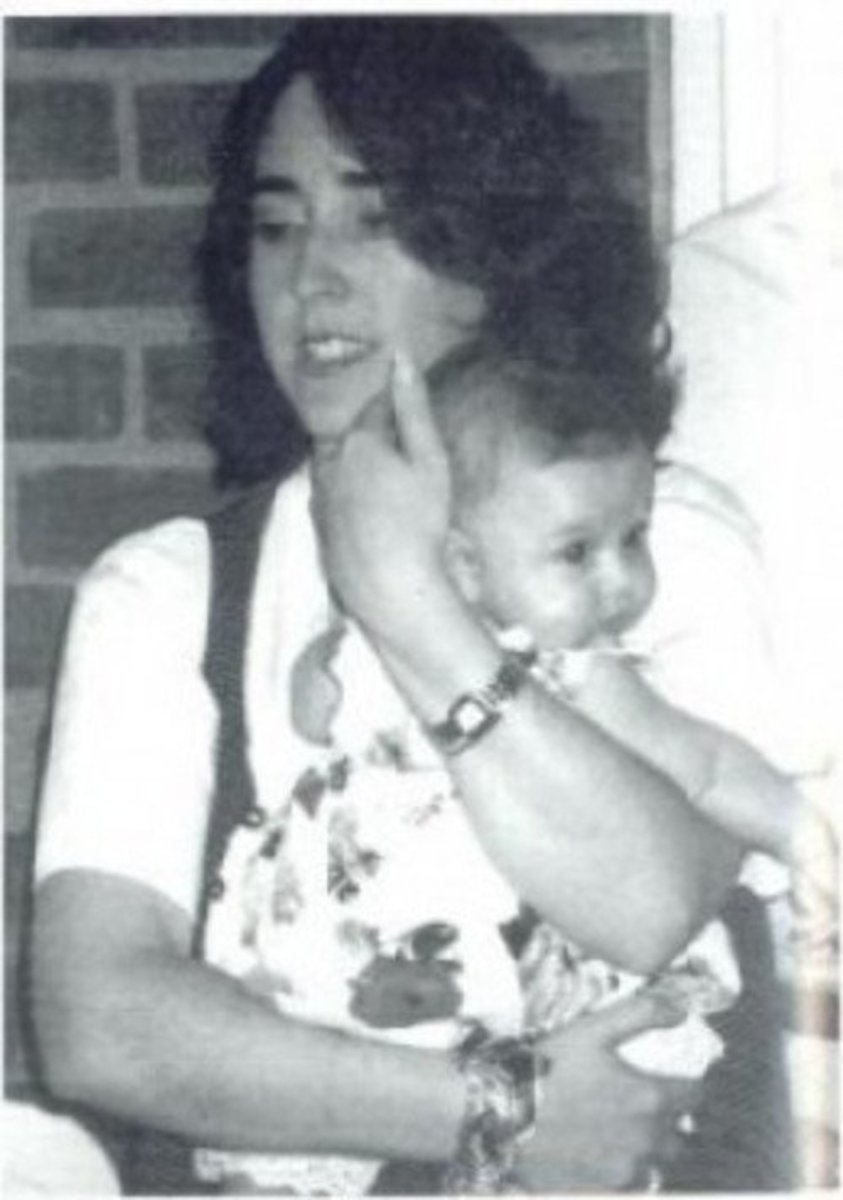 Stefanie Rabinowitz holding daughter, Haley