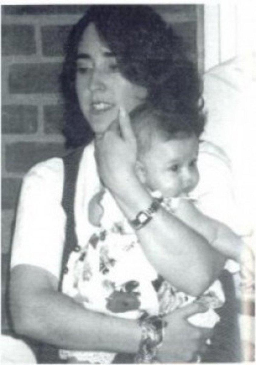 Stefanie Rabinowitz holding daughter, Haley