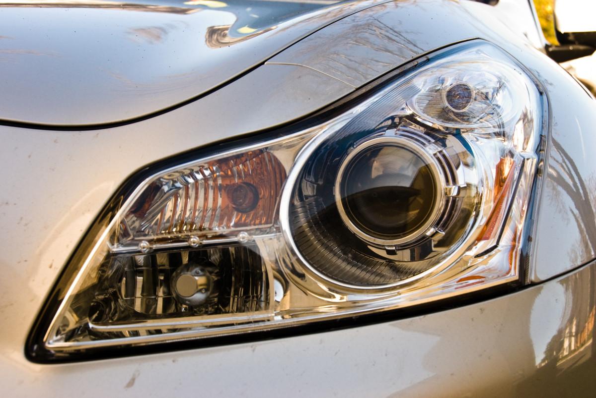Halogen bulb headlights.