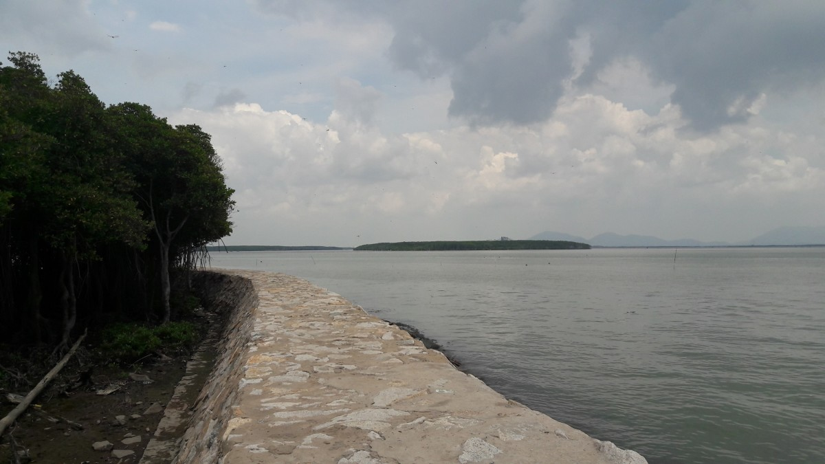 A long concrete seawall curling around the island, offering nice backdrops for photography