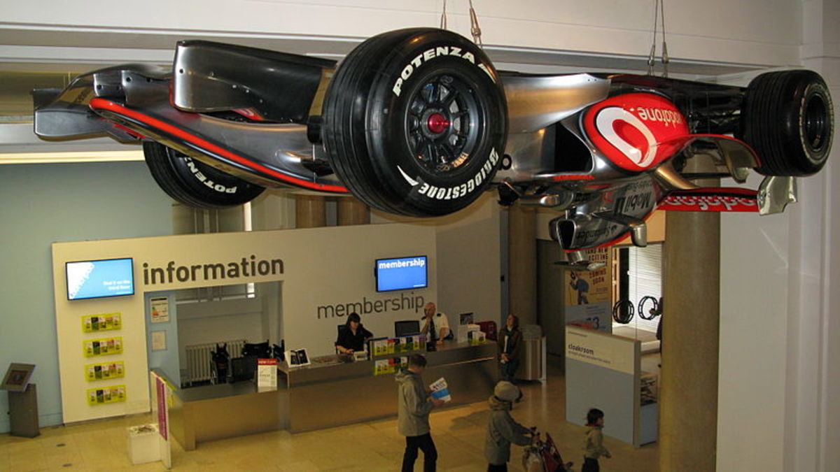 The McLaren MP4-21 from 2006 season, in Science Museum entrance.