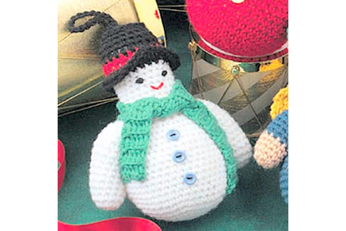 Free crochet pattern amigurumi Christmas snowman.