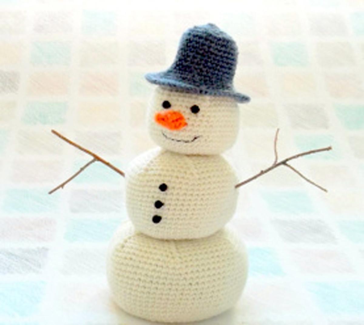 Free amigurumi snowman pattern