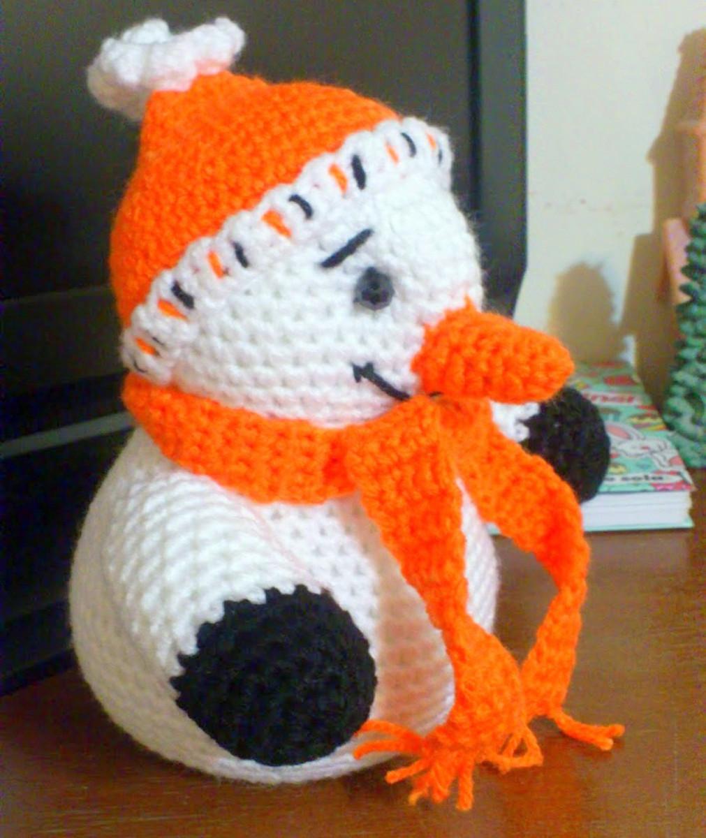Free crochet pattern amigurumi Christmas snowman