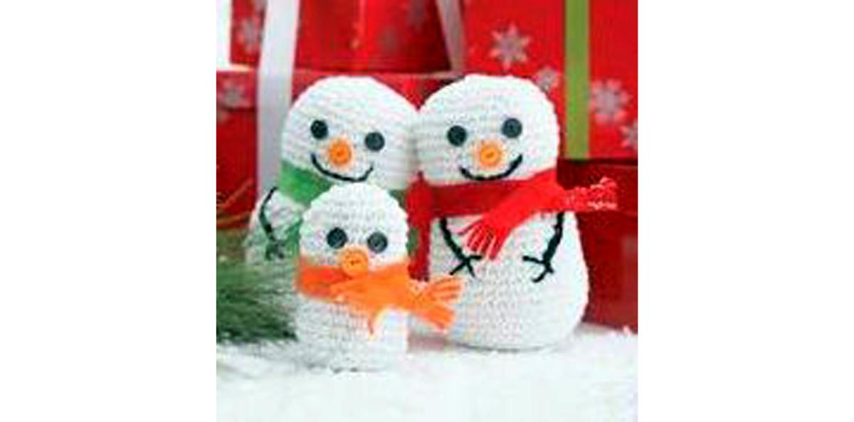 Free crochet pattern amigurumi snowman family.
