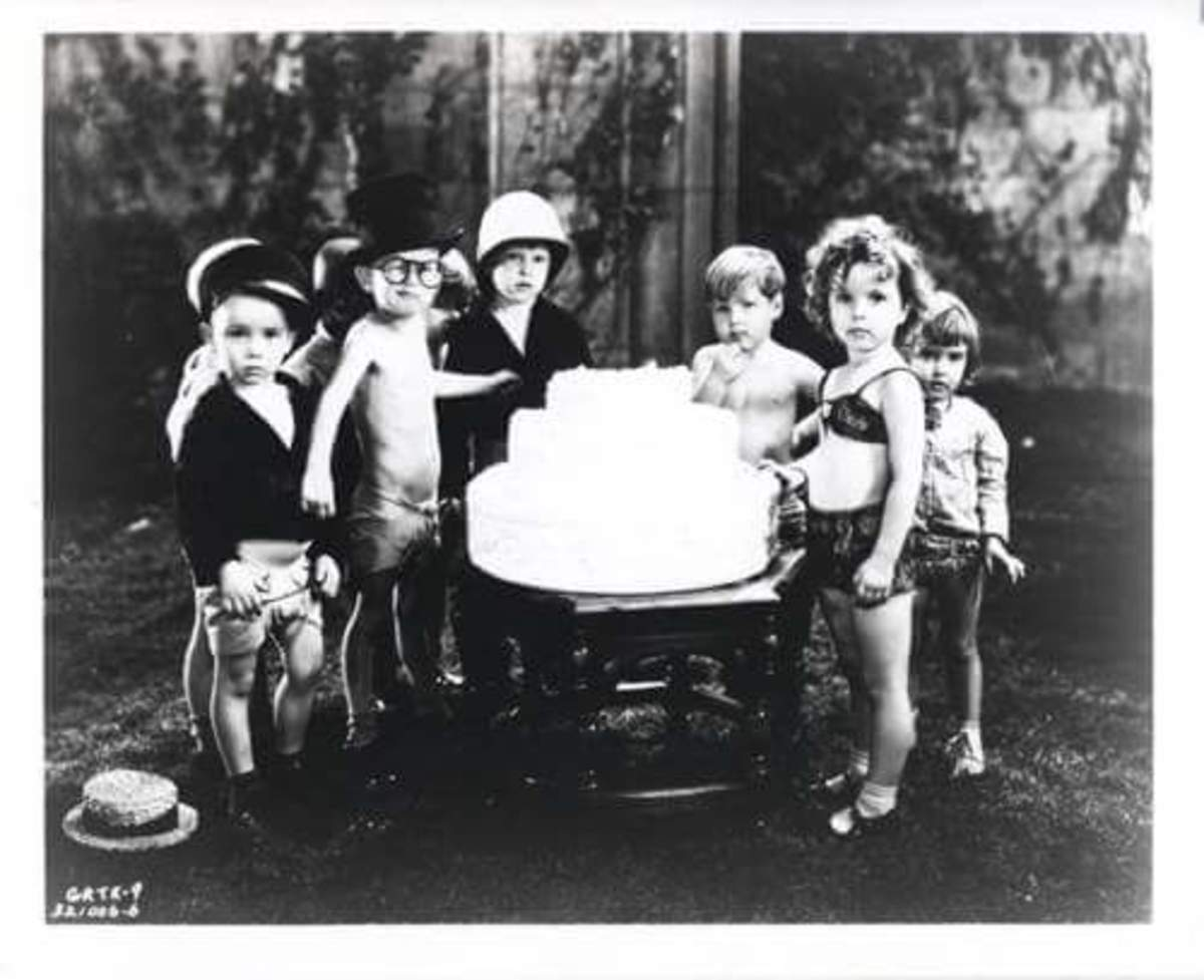 Shirley Temple as Polly Tix with the rest of her co-stars.