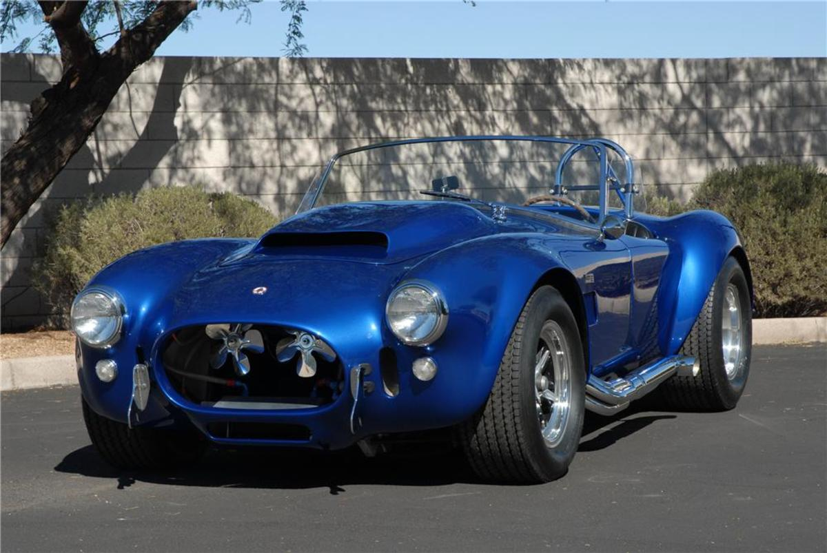 The 427 cubic inch V8 engine in this Shelby Cobra Super Snake created an incredible 800 horsepower and metal twisting 462 lb-ft of torque.