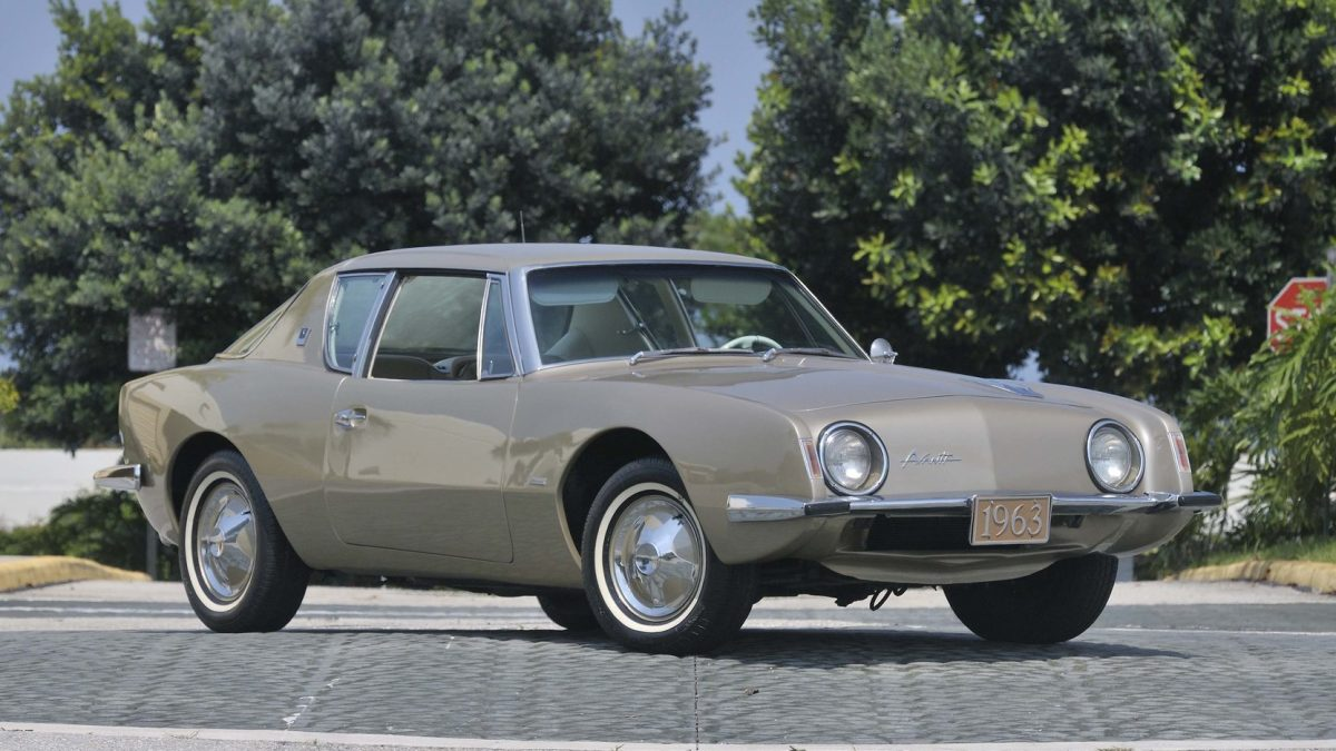 The Avanti R3 had a 289 cubic inch V8 engine with 259 horsepower.