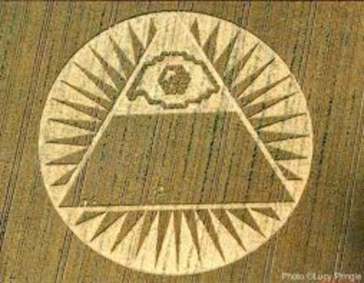 The message of this Crop Circle seems pretty straight forward, incorporating the idea of 2/3 while emphasizing Pyramid Power and the All Seeing Eye or the Illuminati.