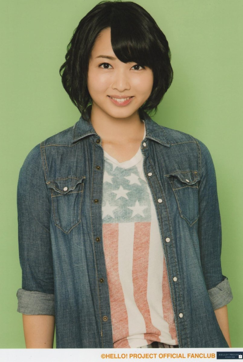 Singer and stage actress Maasa Sudo is smiling and wearing a T-shirt with the American flag on the shirt. She must love the United States!