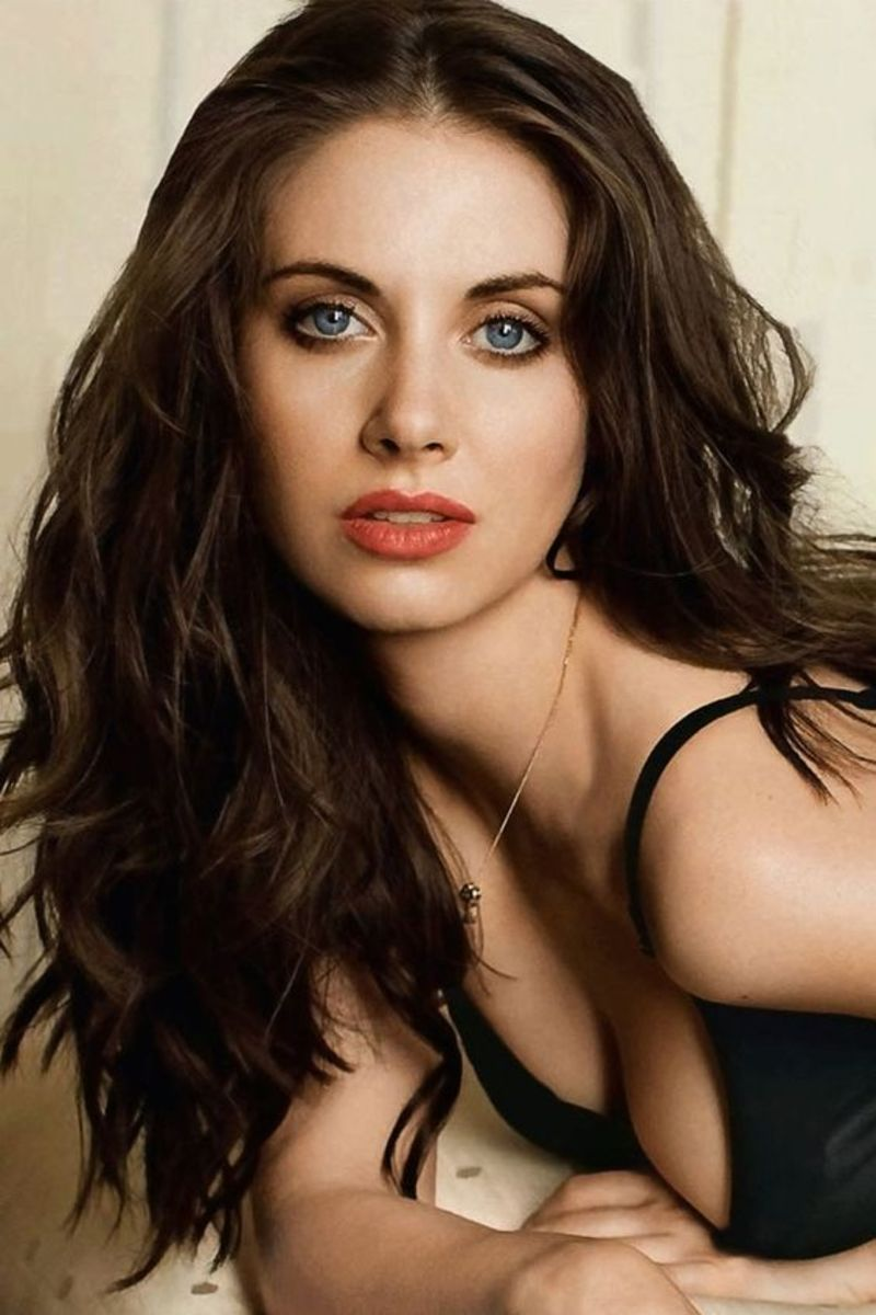Gorgeous Alison Brie and Her Sexy Style
