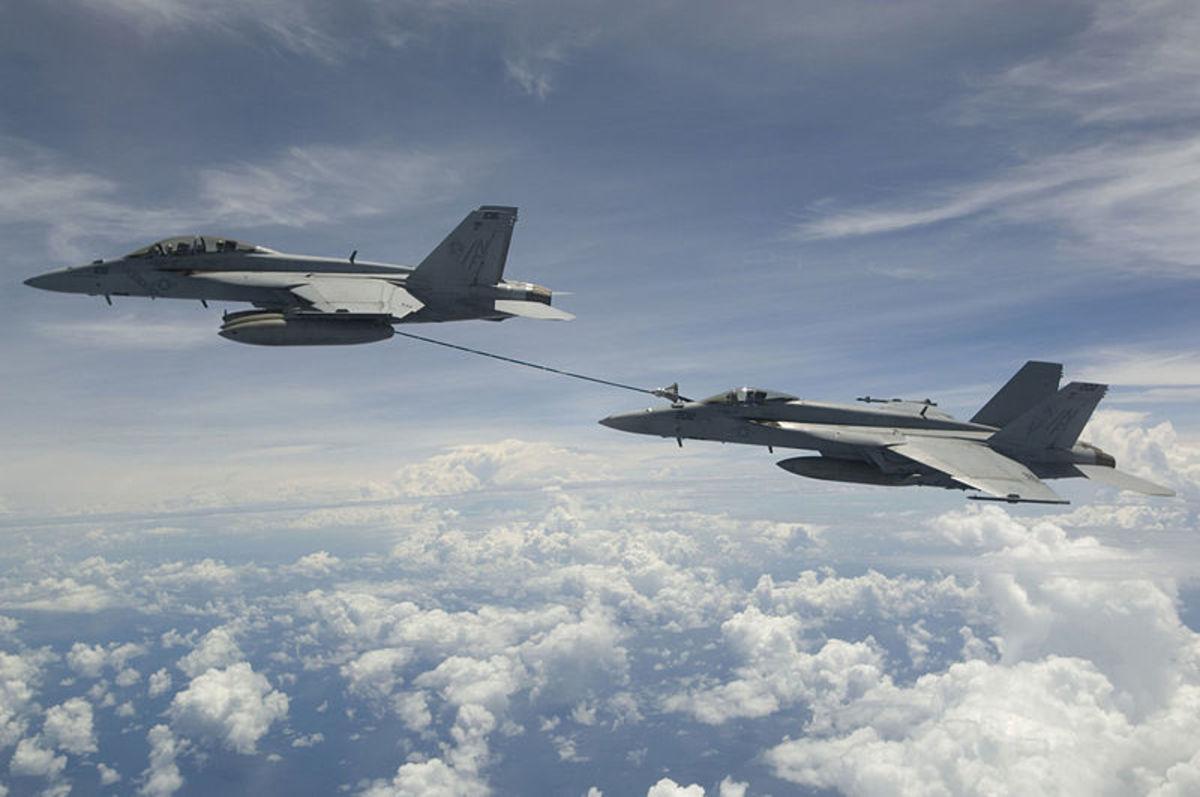 Super Hornet F-18F refueling F-18E