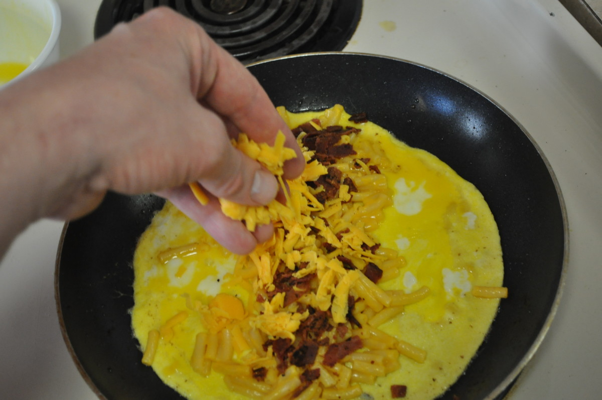Cooking With the Kids!  The Making of a Macaroni and Cheese Omelette: 10 Easy Steps