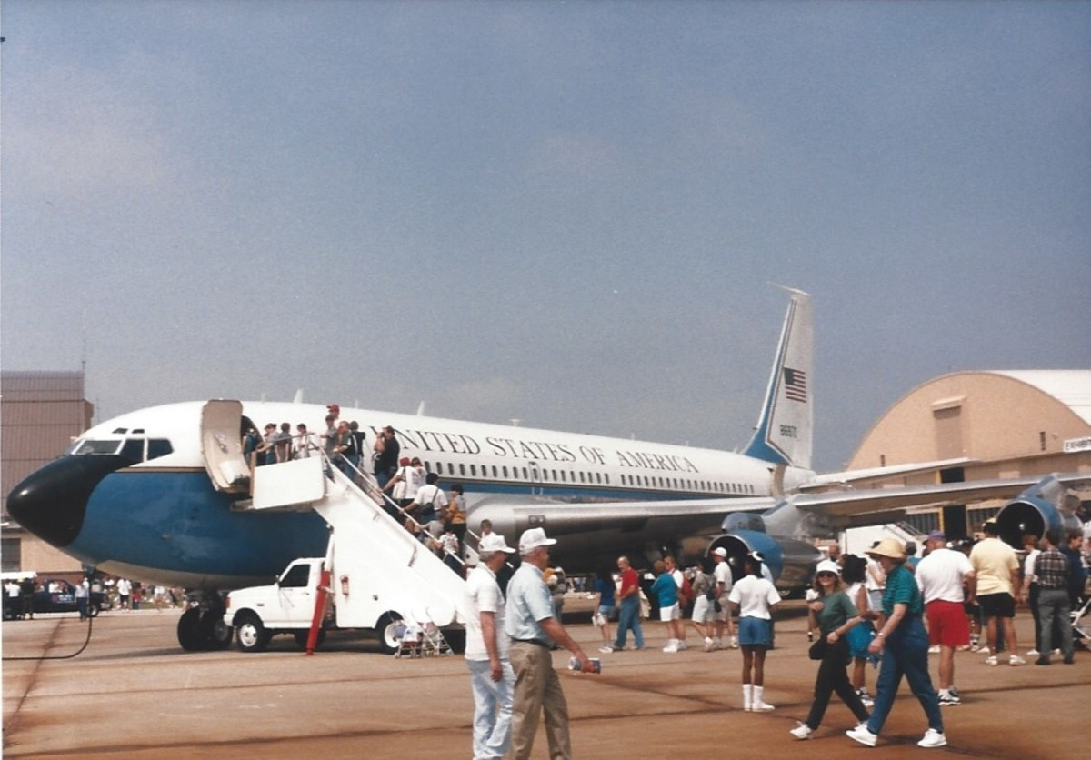 A VC-137, Andrews AFB, MD, May 1998.