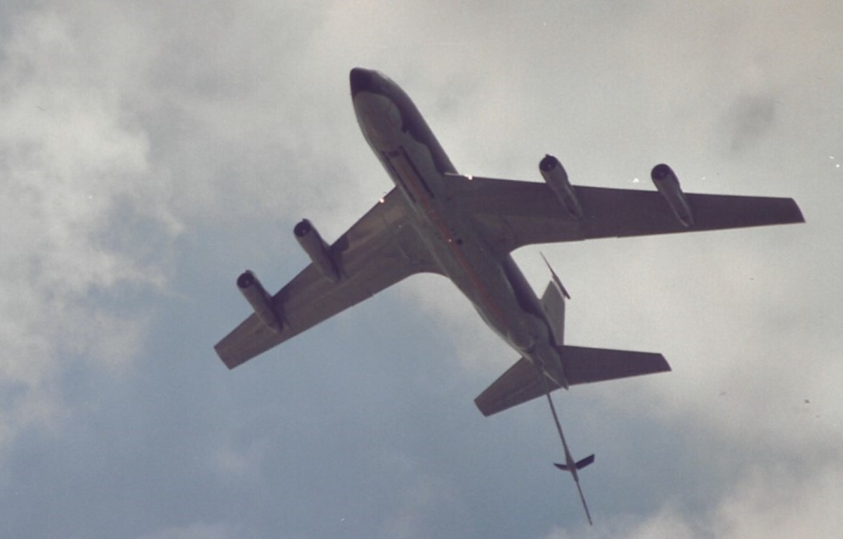 A KC-135 flying over the Washington, DC Mall, June 1991.