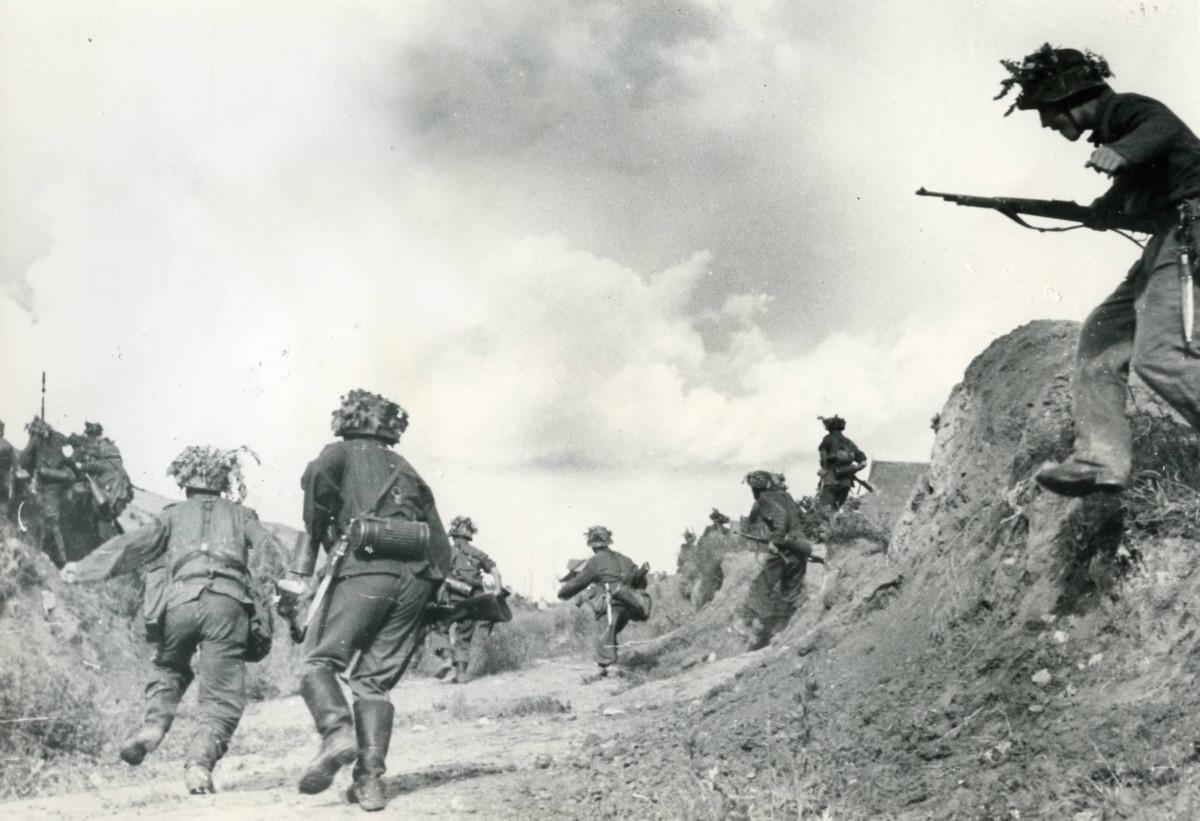 Blue Division troops near Leningrad.