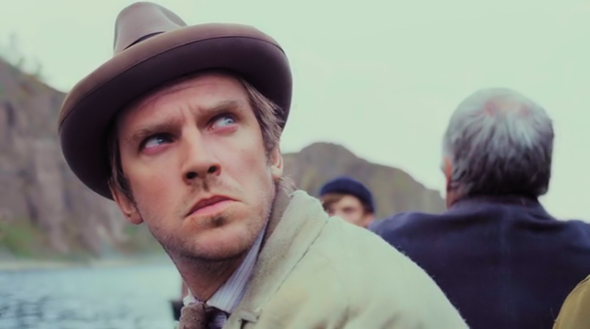 Thomas Richardson (Dan Stevens) eyes the mountain walls of Erisden, the island where his sister is being held for ransom in 'Apostle', a Netflix Original (2018).