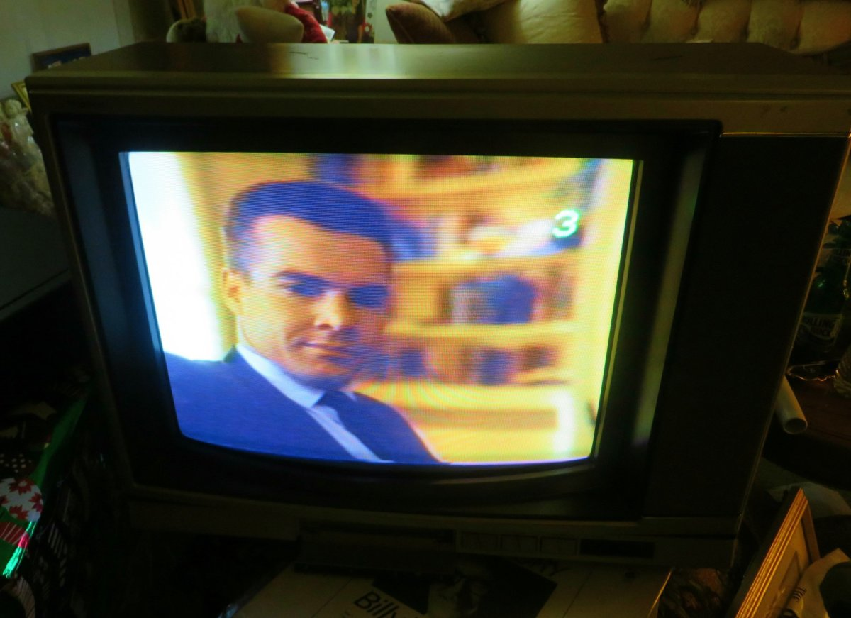 Sony Trinitron Color Television, Model Kv-1926ra, Made in 1990
