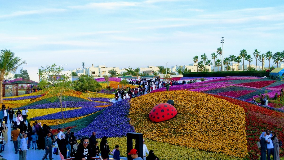 The birds eye view of the event form the flower balcony. #YanbuFlowersFestival2019