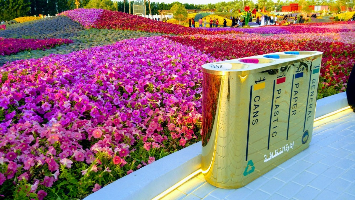 Golden Trash Bin.  Facilities such as this allows the area to be well-kept, clean and neat.  #YanbuFlowersFestival2019