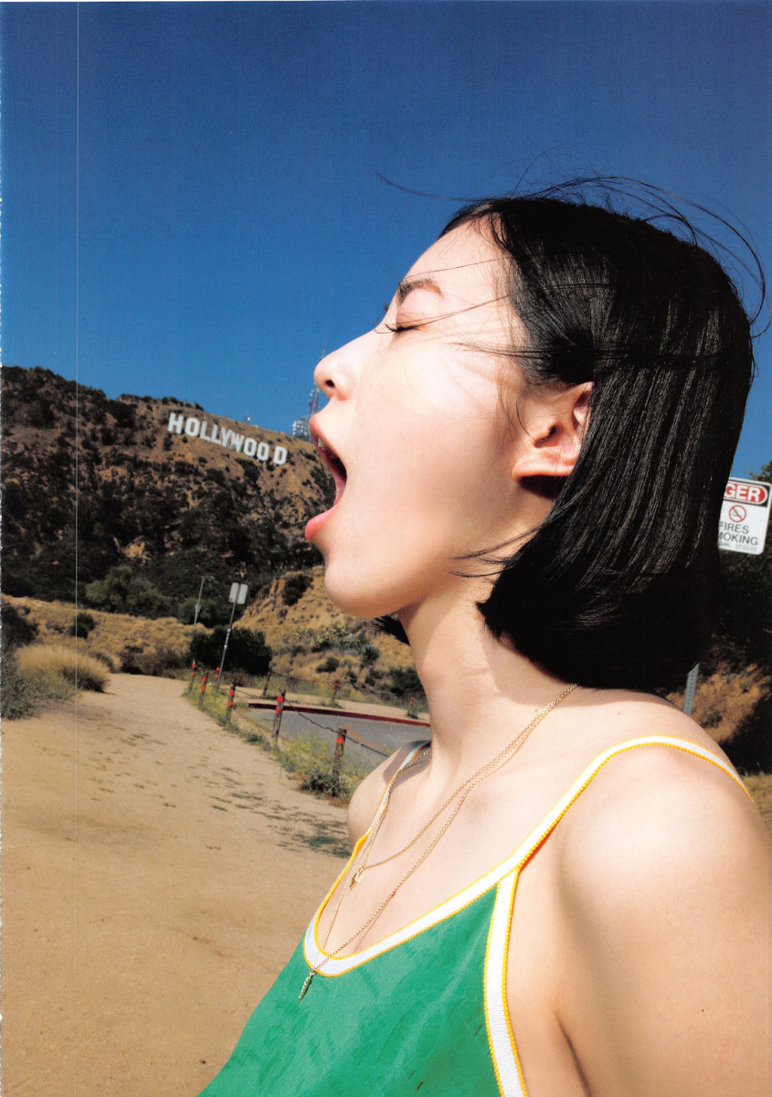 Jurina Matsui with her mouth open as the Hollywood sign is nearby.