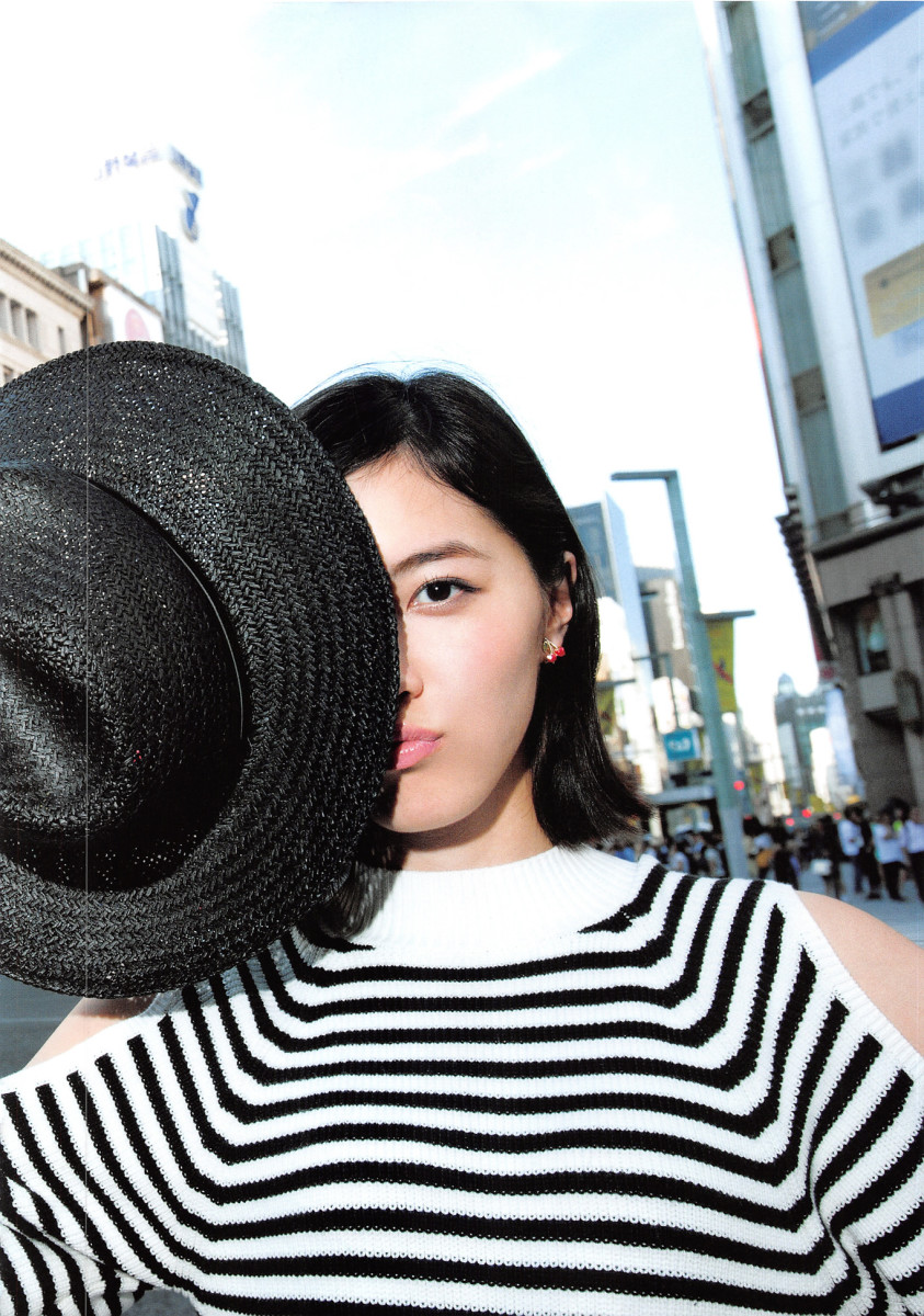 Is Jurina Matsui trying to look like the late Audrey Hepburn with this kind of fashion sense? This is such good style!
