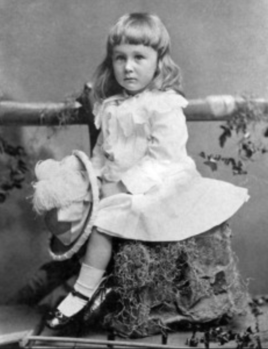Franklin D. Roosevelt in a dress before he became the US President