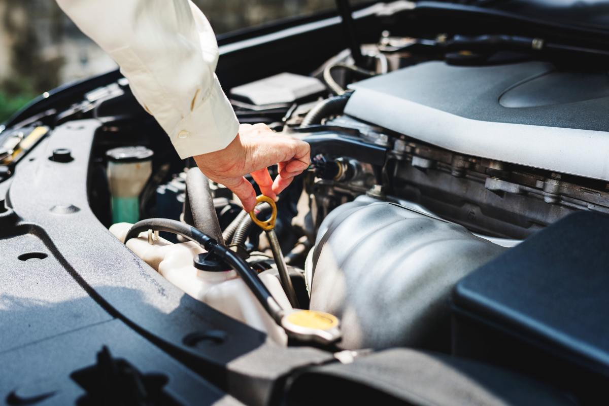 10 Basic Car Maintenance Tips for Beginners
