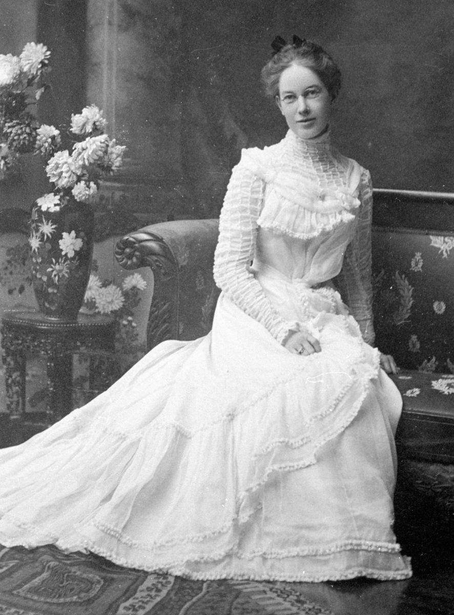 White wedding dresses were starting to become common.