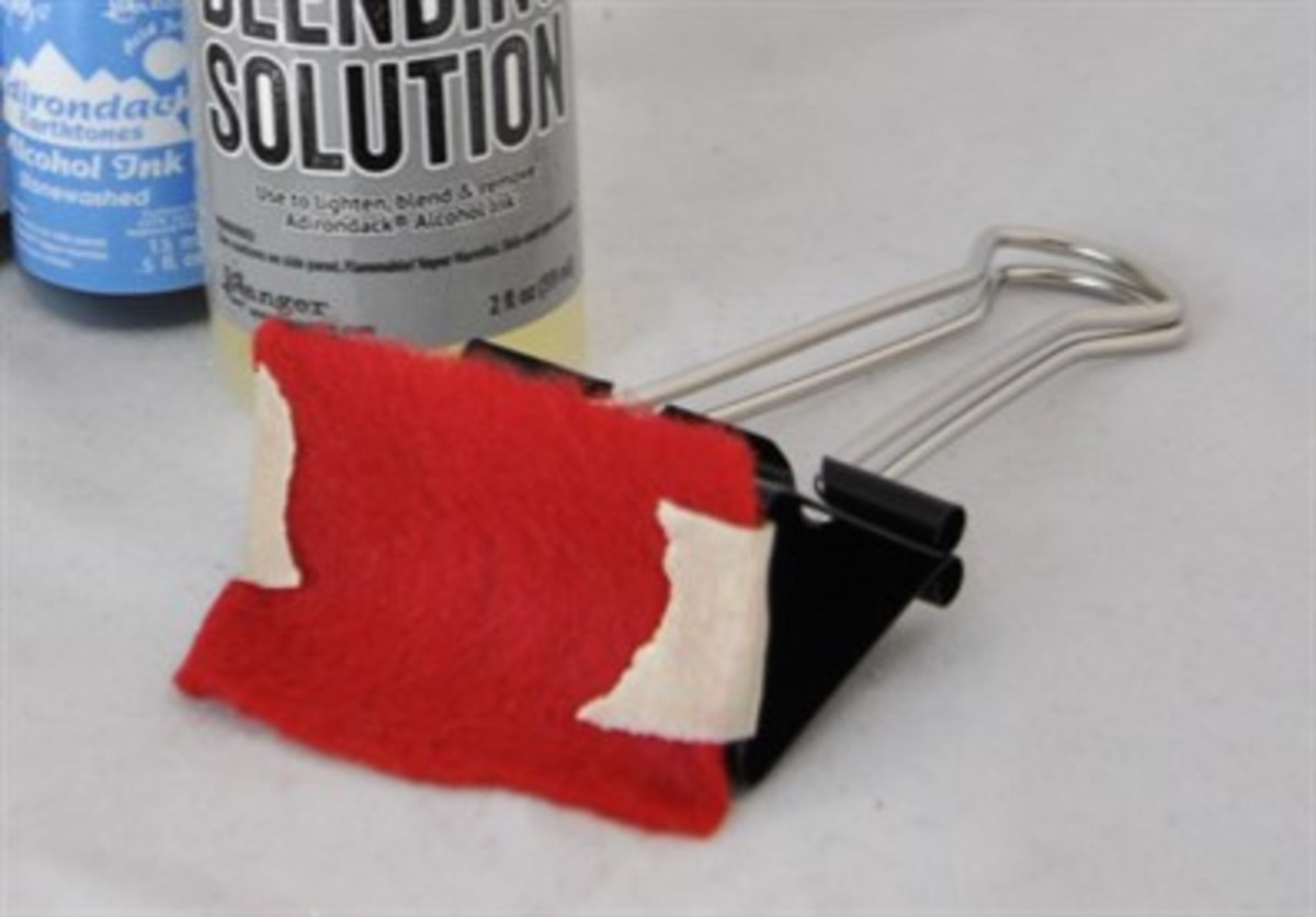 With just a piece of felt and a binder clip, you can make an inexpensive alcohol Ink Applicator