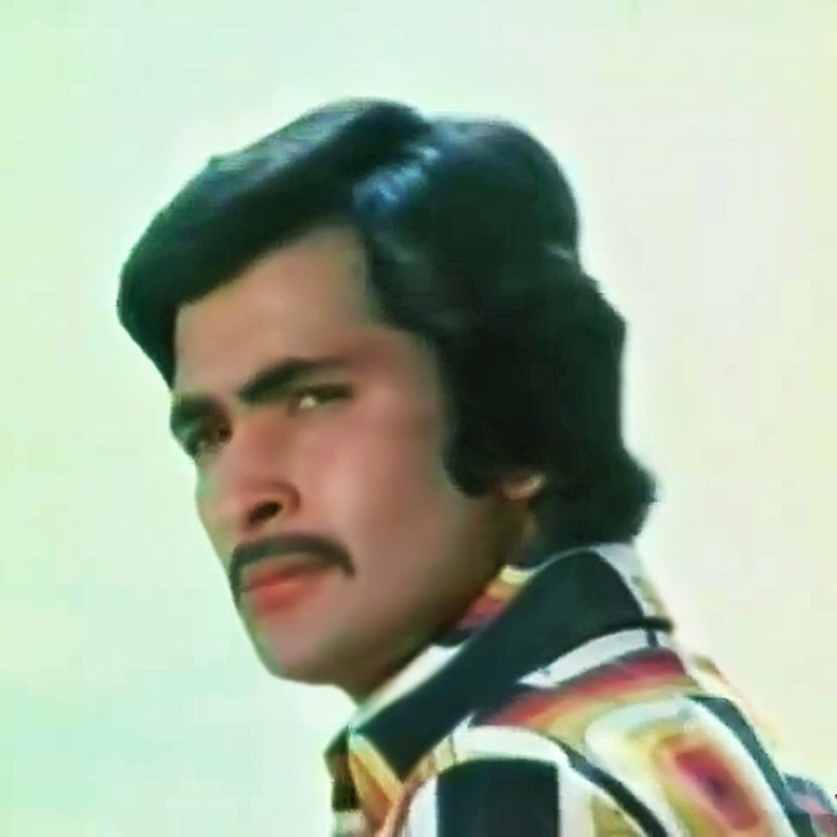 "Rishi Kapoor in ""O hansini! meri hansini.."" from ZEHREELA INSAAN (1974), where he sported a different look."